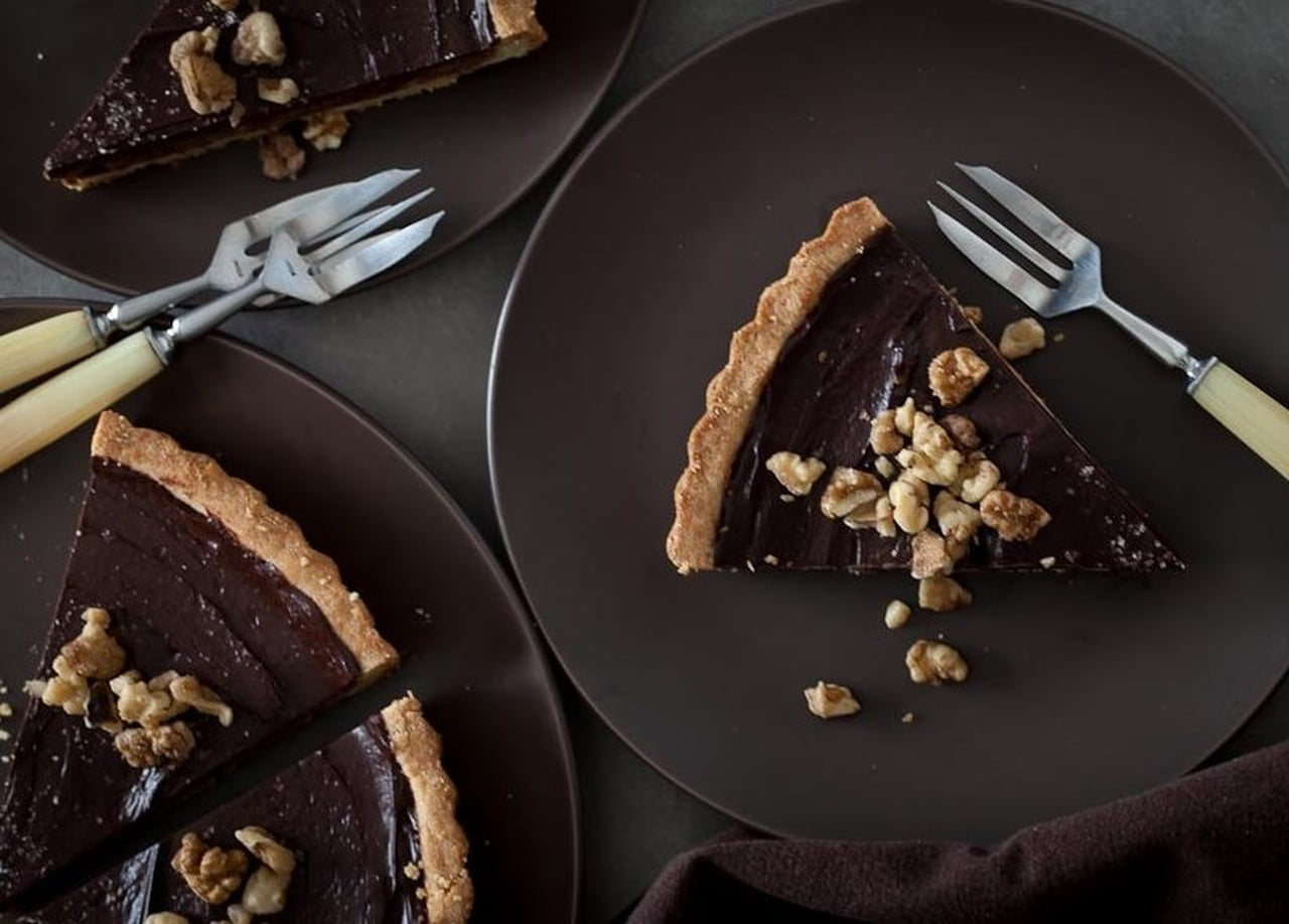 طريقة عمل تارت شوكولاتة النوتيلا بالتوت والمكسرات 839149