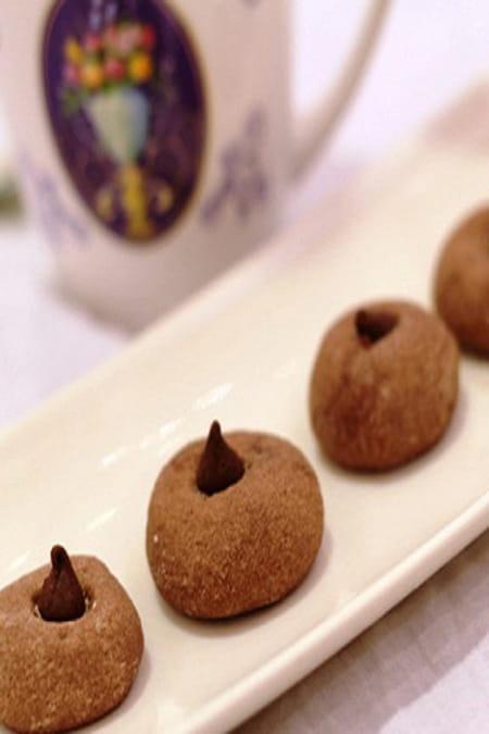 طريقة عمل الغريبة بشوكولاتة النوتيلا وحبيبات هيرشى  835192