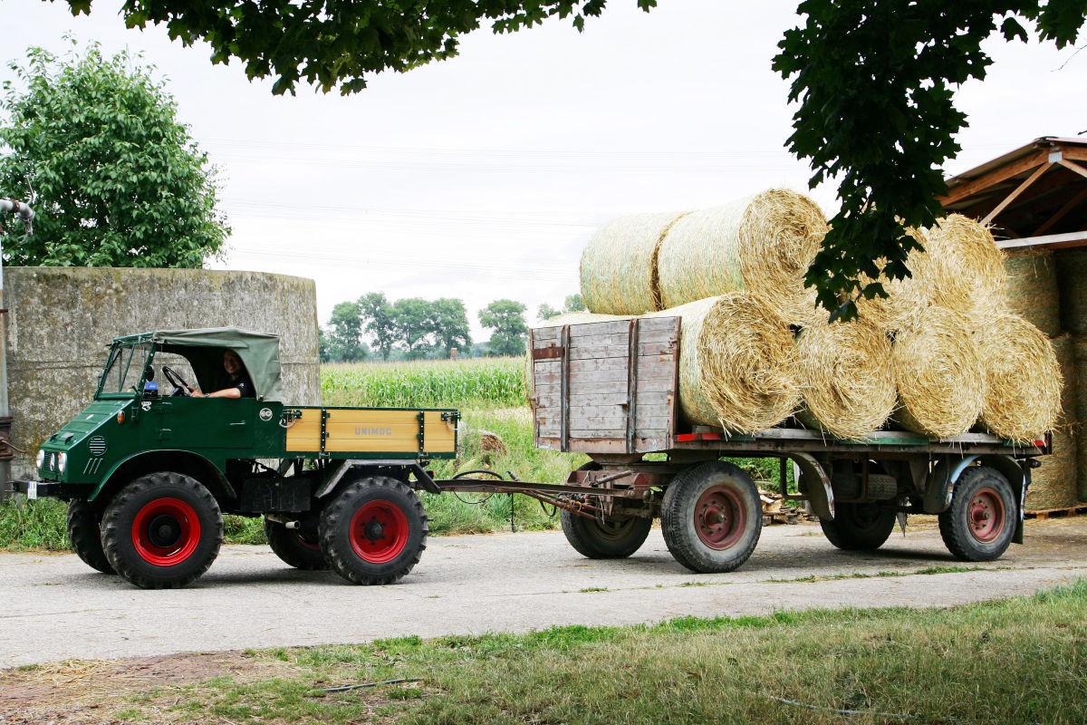 Avis remorque 4 roues  Happy-Birthday-70-Jahre-Unimog-1200x800-d2e8c30acc77c8dc