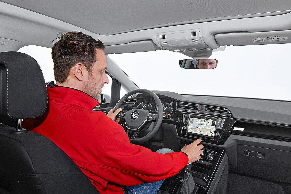 2015 - [Volkswagen] Touran - Page 8 VW-Touran-Genf-2015-Sitzprobe-1200x800-70f2aeff74c8d28f