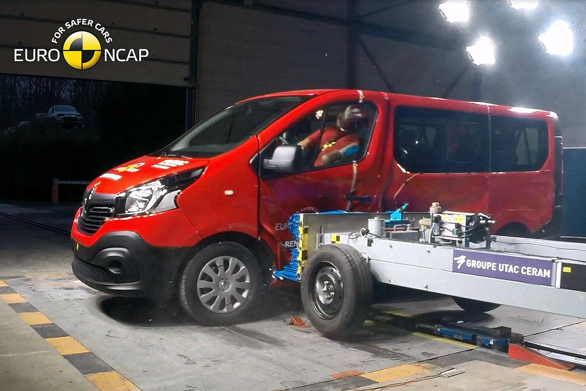 2014 [Renault/Opel/Fiat/Nissan] Trafic/Vivaro/Talento/NV300 - Page 10 Opel-Vivaro-Renault-Trafic-Euro-NCAP-Crashtest-Februar-2015-1200x800-46e8b17f8e154d65