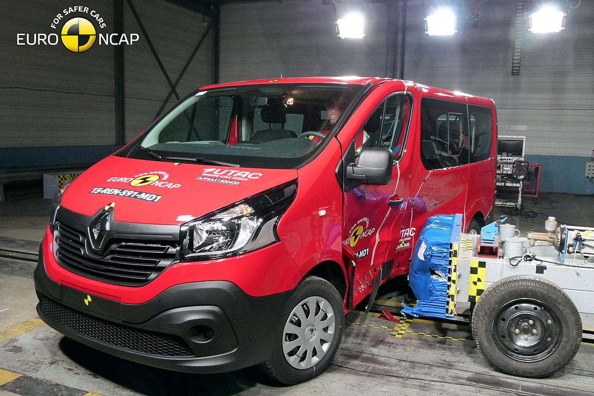 2014 [Renault/Opel/Fiat/Nissan] Trafic/Vivaro/Talento/NV300 - Page 10 Opel-Vivaro-Renault-Trafic-Euro-NCAP-Crashtest-Februar-2015-1200x800-7847c37d29939e38