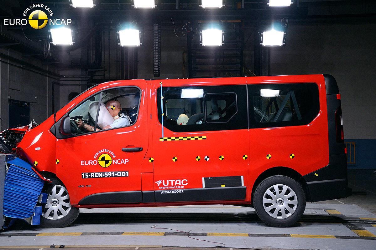 2014 [Renault/Opel/Fiat/Nissan] Trafic/Vivaro/Talento/NV300 - Page 10 Opel-Vivaro-Renault-Trafic-Euro-NCAP-Crashtest-Februar-2015-1200x800-f0fe9589f644c74f