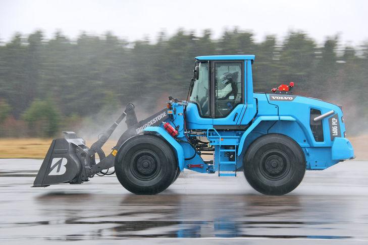 LM621  volvo caricatore Weltrekord-fuer-Volvo-Radlader-729x486-8ce8d088e86923dc