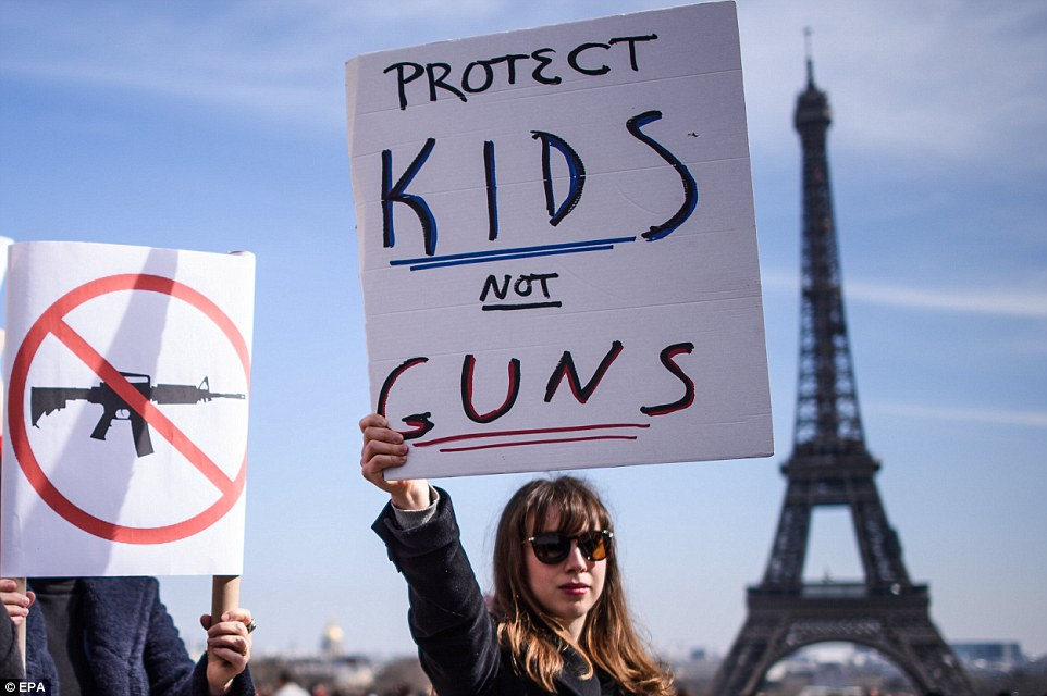 George Clooney: my letter to the Parkland students  4A82550F00000578-5539363-image-a-130_1521906531074
