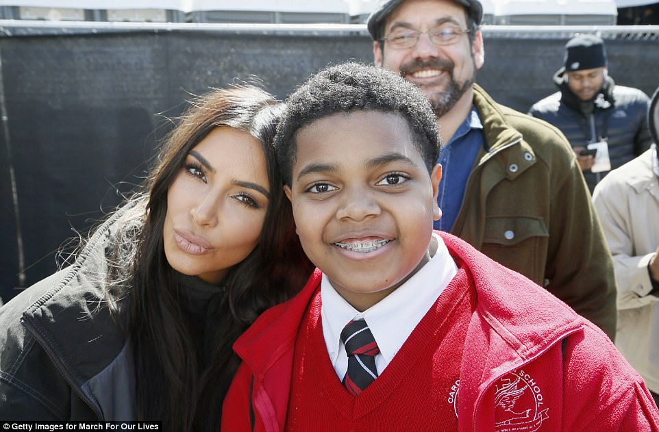 The Serious Side - part 4 - Page 20 4A84148F00000578-5540483-Kim_Kardashian_West_posed_for_a_selfie_with_a_young_attended_at_-a-109_1521968055924