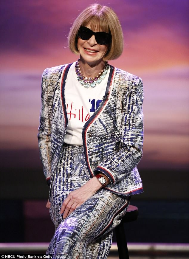 Anna Wintour 'visits the Clooneys' NY home' 4AC6787600000578-5571191-image-m-76_1522712125591