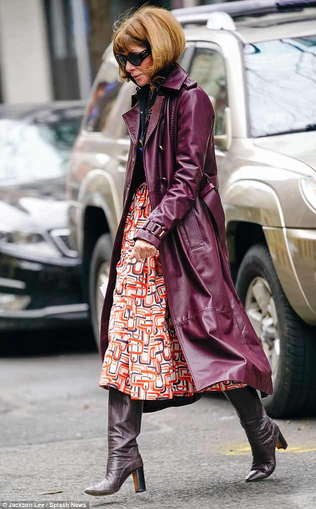 Anna Wintour 'visits the Clooneys' NY home' 4AE4281A00000578-5587615-image-a-24_1523048749527