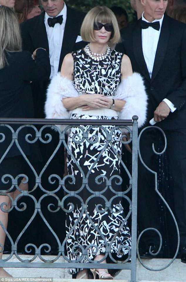 Anna Wintour 'visits the Clooneys' NY home' 4AE50E1E00000578-5587615-image-m-29_1523050681899