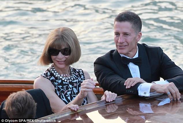 Anna Wintour 'visits the Clooneys' NY home' 4AE50E2200000578-5587615-image-m-28_1523050655400