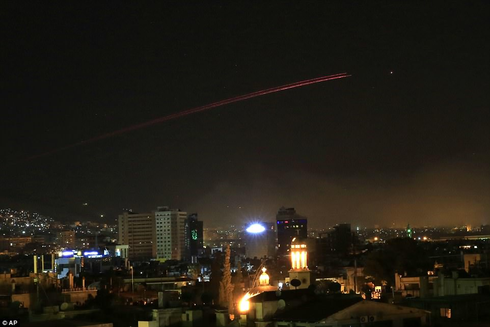 The Serious Side - part 6 - Page 3 4B235B5300000578-5614593-Damascus_skies_erupt_with_anti_aircraft_fire_after_Donald_Trump_-a-14_1523675228570