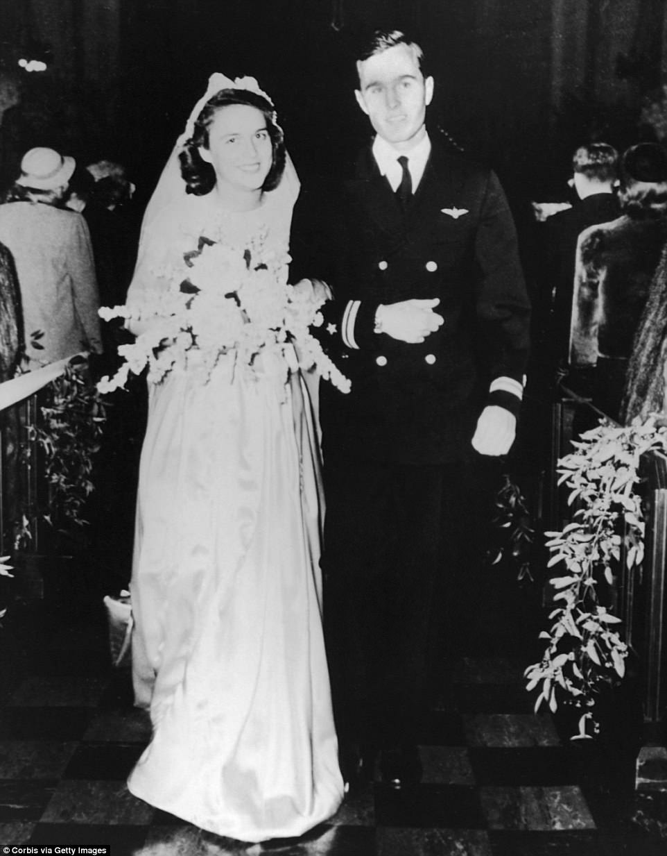 The Serious Side - part 6 - Page 4 4B3133A800000578-5627825-Barbara_and_George_H_W_Bush_married_in_January_1945_at_the_First-a-51_1524012601816