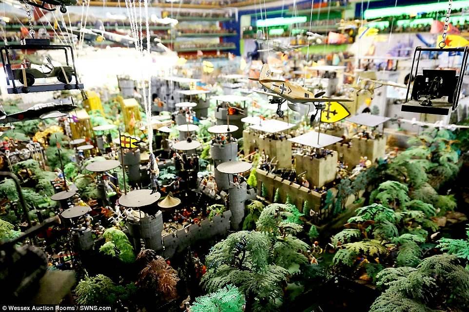 250.000 figurines à vendre 4B4F176200000578-5633631-image-a-36_1524132590328