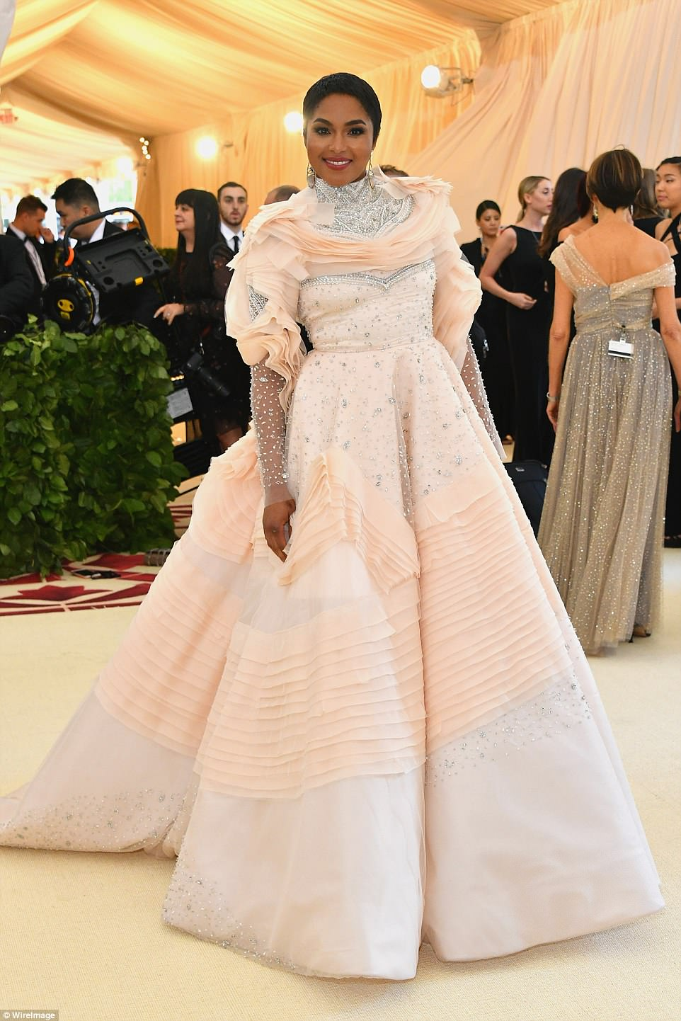 George and Amal at Met Gala 4BF3CC3600000578-5701183-image-a-18_1525728112105