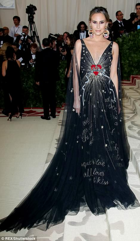George and Amal at Met Gala 4BF3D1DF00000578-5701183-image-m-25_1525728503359