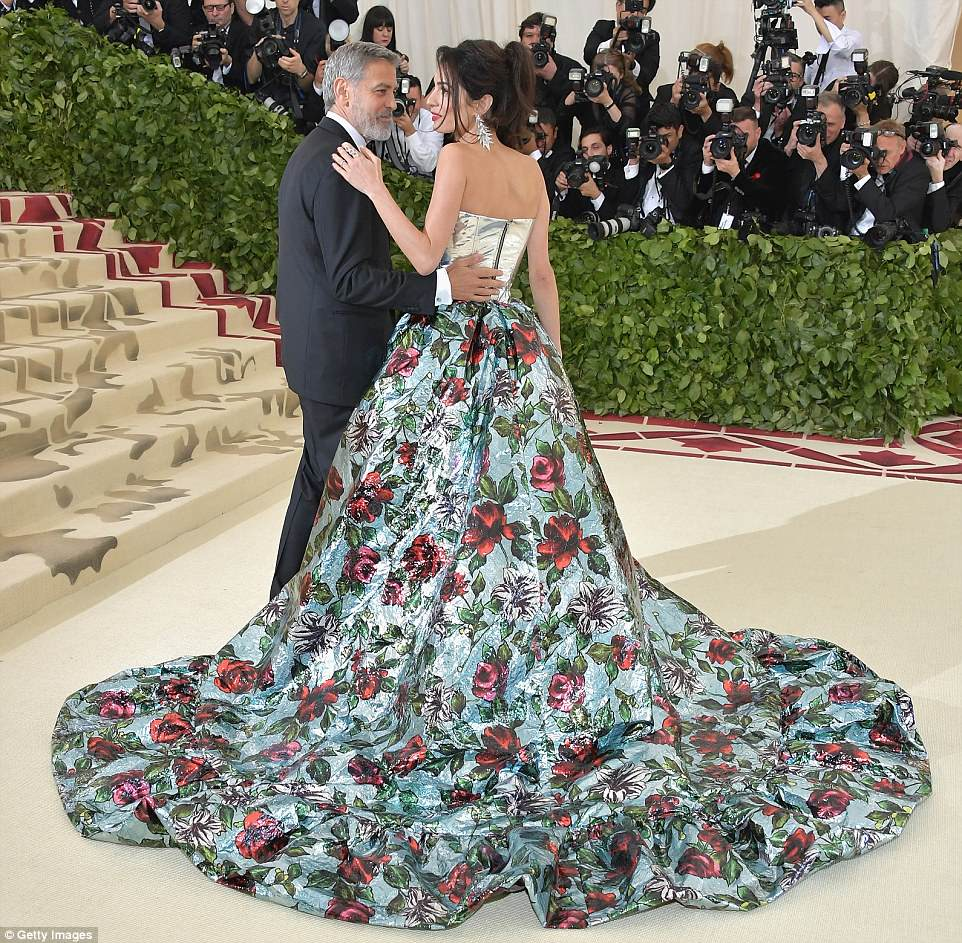 George and Amal at Met Gala 4BF3EF8000000578-5701309-Smart_lady_Clooney_is_a_Lebanese_British_barrister_at_Doughty_St-m-201_1525730812196