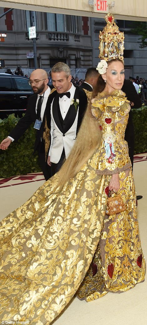 George and Amal at Met Gala 4BF492B500000578-5701183-image-a-279_1525737437936
