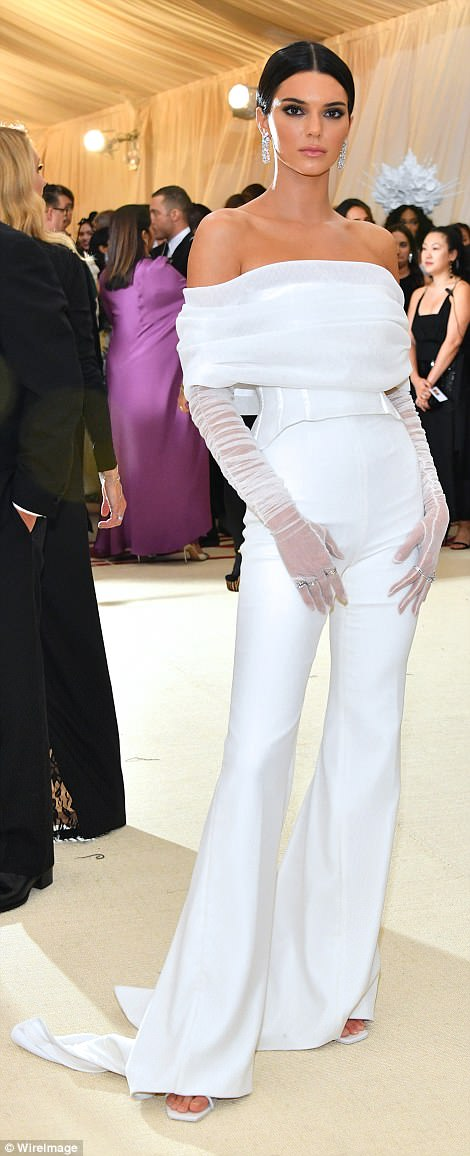 George and Amal at Met Gala 4BF4AA4700000578-5701183-image-a-290_1525738028953
