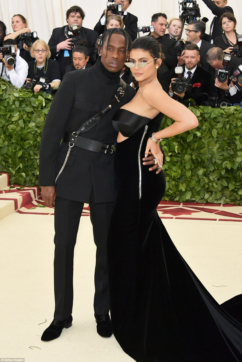 George and Amal at Met Gala 4BF4CA2F00000578-5701183-image-m-318_1525739323238
