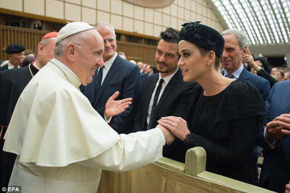 George and Amal Clooney Later at after party after the Met Gala2918 4BF7CC6900000578-5702785-Katy_Perry_and_Orlando_Bloom_met_with_Pope_Francis_at_a_Vatican_-a-71_1525779878597