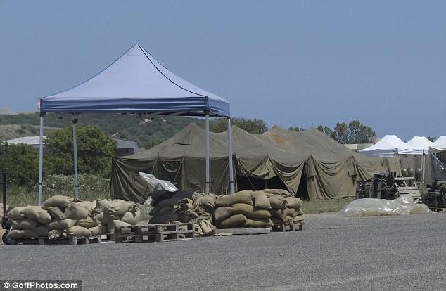 George at work in Sardegna? 4C427E6C00000578-5730787-image-m-74_1526380607455