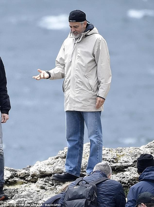 George at work in Sardegna? 4C4E31DD00000578-0-image-m-98_1526468868106
