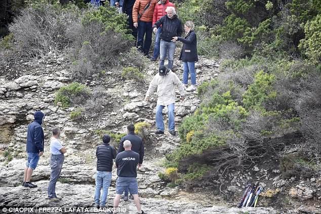 George at work in Sardegna? 4C4E335E00000578-0-image-a-105_1526468951079