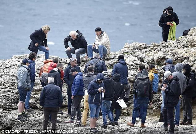George at work in Sardegna? 4C4E35EB00000578-0-image-a-100_1526468911436