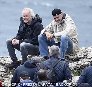 George at work in Sardegna? 4C4E35F900000578-5735557-image-m-119_1526469562441