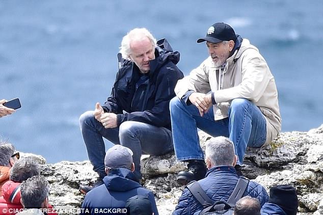 George at work in Sardegna? 4C4E394B00000578-0-image-a-88_1526468665674