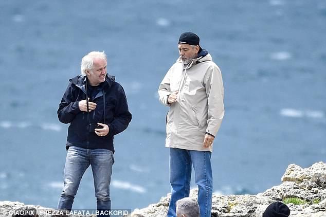 George at work in Sardegna? 4C4E3AA000000578-5735557-image-a-115_1526469489226