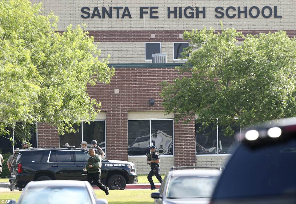 The Serious Side - part 6 - Page 6 4C670E6400000578-5745025-Santa_Fe_High_School_in_Texas_was_on_lockdown_after_a_shooter_st-a-77_1526661656673