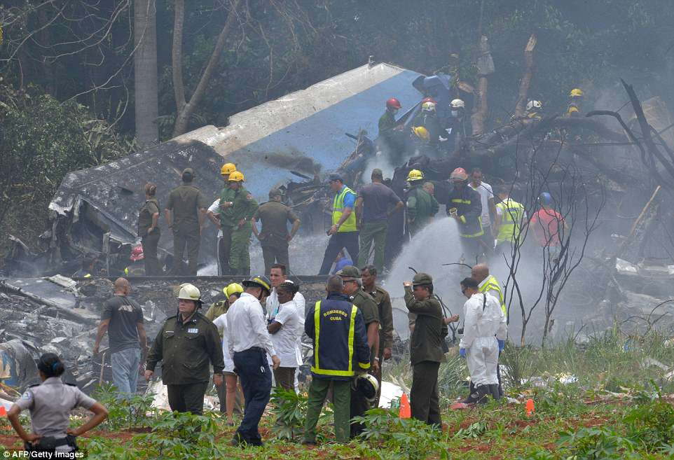 The Serious Side - part 6 - Page 6 4C68C4C900000578-5745945-A_Boeing_737_plane_has_crashed_moments_after_taking_off_from_Hav-a-46_1526675667894