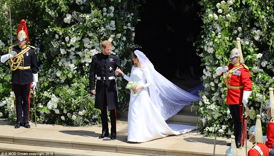 George and Amal at Royal Wedding evening reception Frogmore House 4C6E005B00000578-5747477-image-a-332_1526732894449