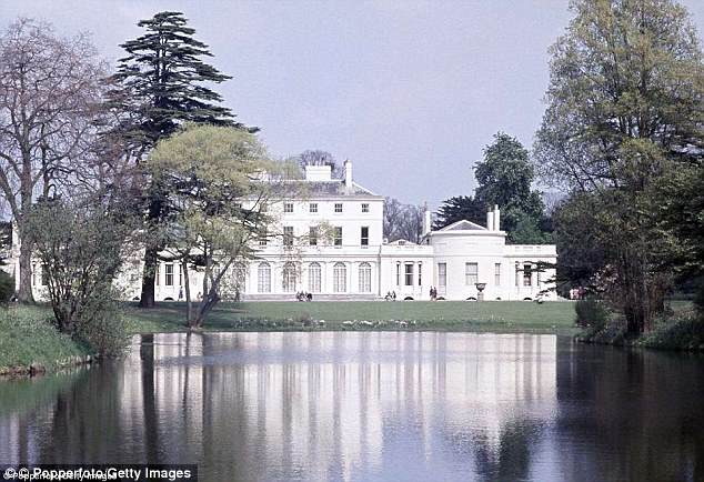 George and Amal at Royal Wedding evening reception Frogmore House 4C52E75000000578-5748481-image-a-10_1526752141248