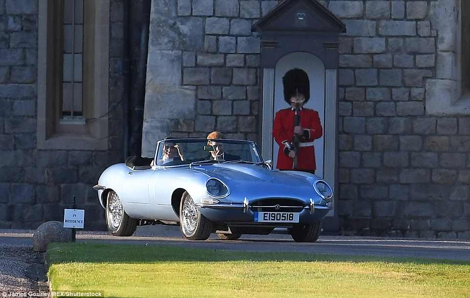 George and Amal at Royal Wedding evening reception Frogmore House 4C71107D00000578-5748651-image-m-45_1526756714888