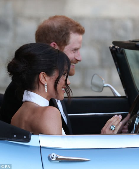 George and Amal at Royal Wedding evening reception Frogmore House 4C72DC2E00000578-5748651-Meghan_could_be_seen_wearing_an_aquamarine_ring_which_once_belon-a-73_1526760761895