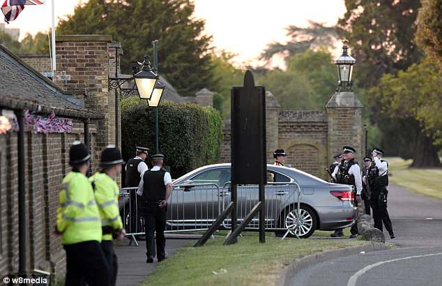 George and Amal at Royal Wedding evening reception Frogmore House 4C72EDED00000578-5748627-image-a-49_1526762502976