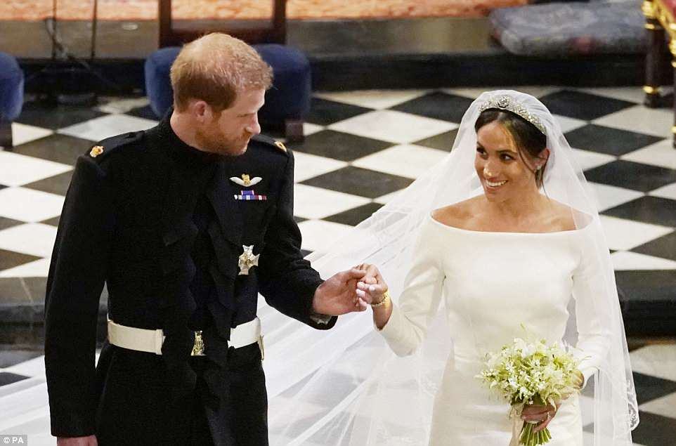 George and Amal at Royal Wedding evening reception Frogmore House 4C6E099700000578-5748651-image-m-31_1526766408219