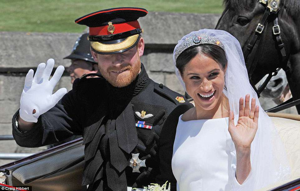 George and Amal at Royal Wedding evening reception Frogmore House 4C7149E300000578-5748651-Meghan_and_Harry_wave_to_royal_fans_during_their_open_top_proces-a-4_1526801822389