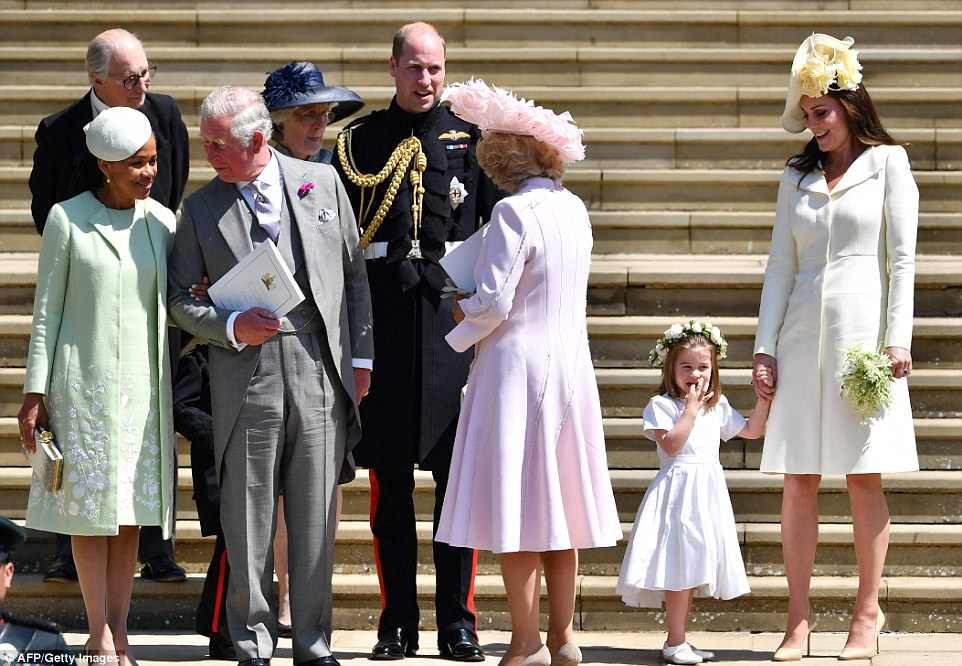 George and Amal at Royal Wedding evening reception Frogmore House 4C6F2F3700000578-5751749-Meghan_s_mother_Doria_Ragland_far_left_stands_next_to_Prince_Cha-a-3_1526873252701