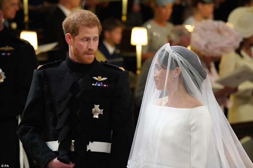 George and Amal at Royal Wedding evening reception Frogmore House 4C6D7B2400000578-5751749-Meghan_wearing_her_bridal_veil_smiles_at_her_groom_Prince_Harry_-a-7_1526884811735