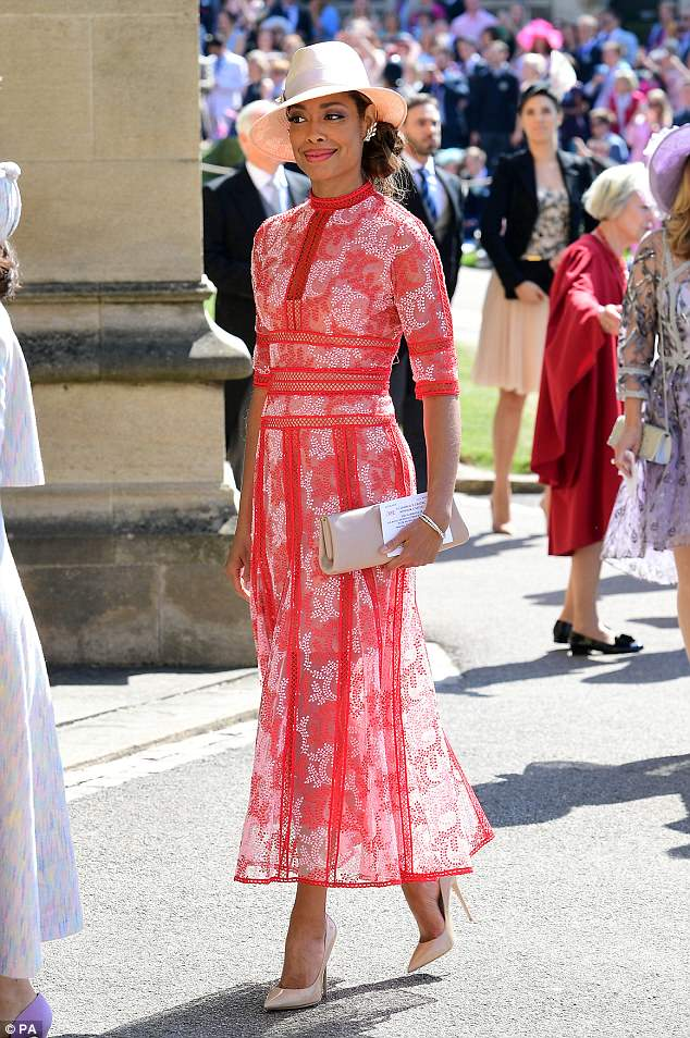 George and Amal Clooney at the Royal Wedding - Page 2 4C71350500000578-5751241-Meghan_s_Suits_co_star_Gina_Torres_in_a_very_elegant_floral_tea_-a-38_1526885491986
