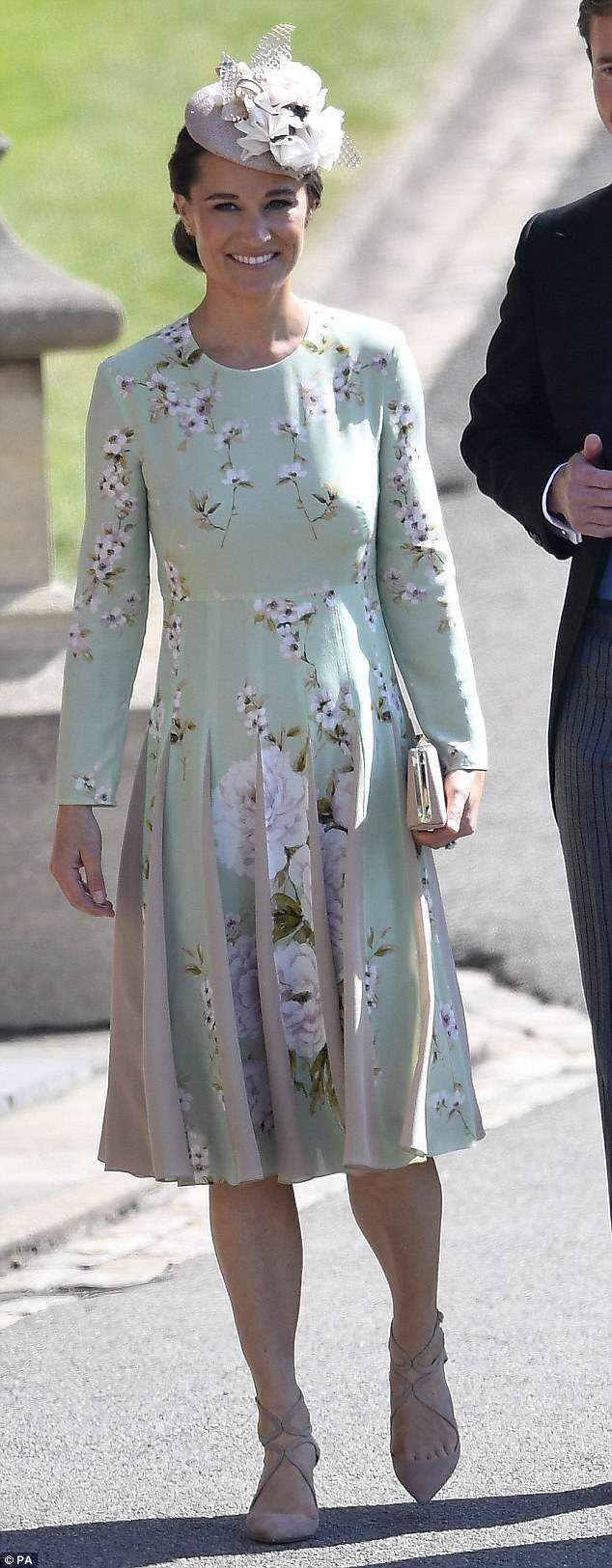 George and Amal Clooney at the Royal Wedding - Page 2 4C71353500000578-5751241-Pippa_Middleton_in_a_495_print_by_British_label_The_Fold_Thank_t-a-32_1526885491731