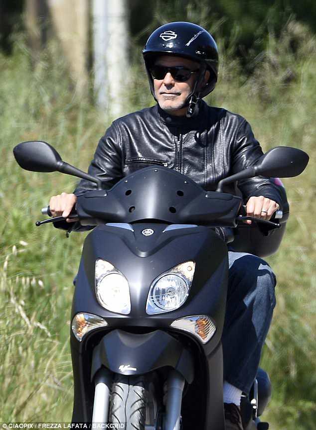 George biking in Sardinia  4C99E54D00000578-5769393-image-m-89_1527203082938
