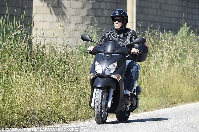 George biking in Sardinia  4C99E56600000578-5769393-image-a-85_1527203020015