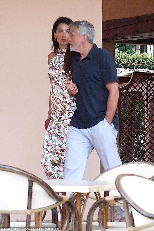 George and Amal out for dinner in Sardinia (2) 4CF62FAB00000578-5814585-image-a-6_1528326447104