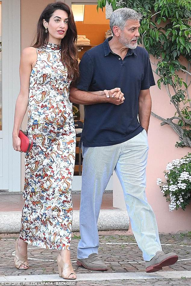 George and Amal out for dinner in Sardinia (2) 4CF6346300000578-5814585-image-a-1_1528326432889