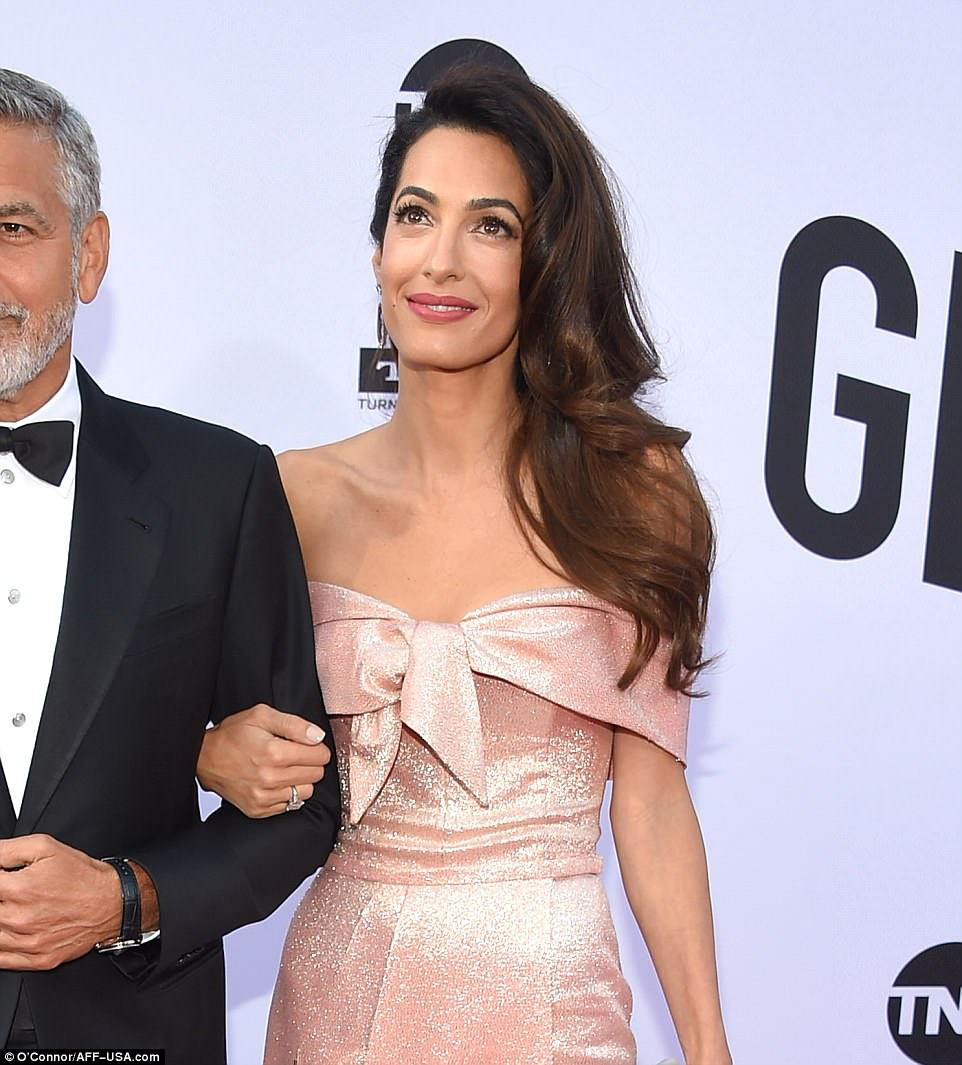 Daily mail Amal's Speech At AFI Gala 4D08EFD000000578-5819721-Glam_She_parted_her_raven_tresses_on_the_right_and_allowed_them_-a-6_1528442354430