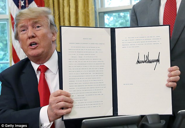 The Serious Side - part 6 - Page 10 4D7586A300000578-5866069-President_Donald_Trump_signed_an_executive_order_ending_family_s-a-36_1529523855741